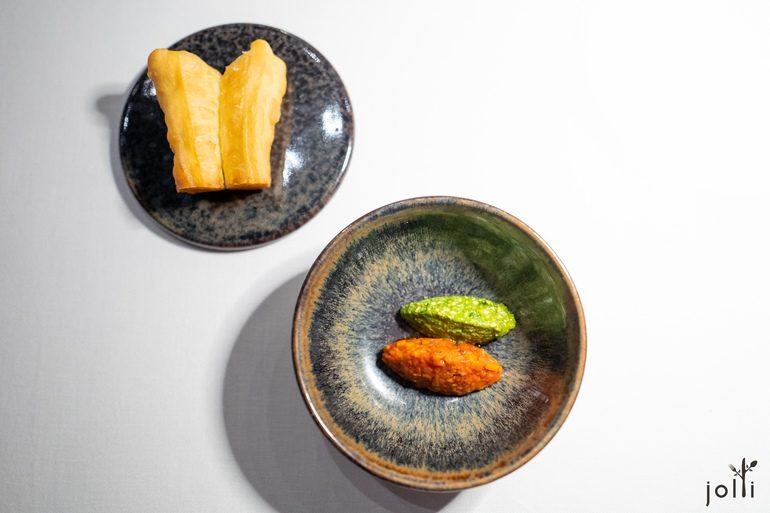 油条配松子青酱及蔬菜酱