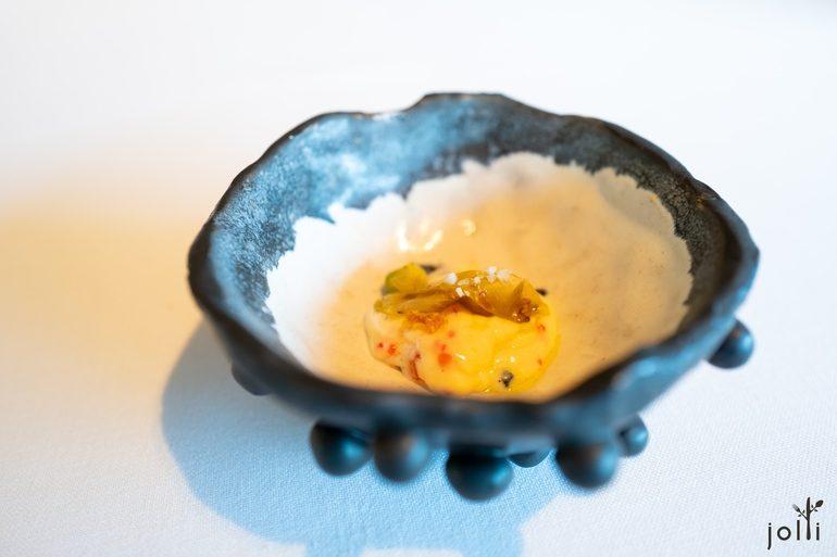 木薯花配白醬和不同魚子