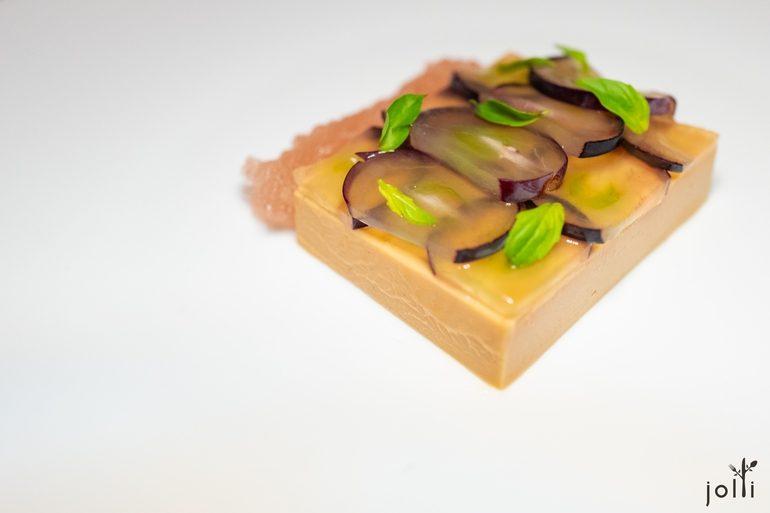 鵝肝醬配巨峰葡萄、羅勒醬和香檳果凍